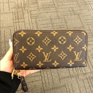 NEW double zippy wallet/wristlet💫